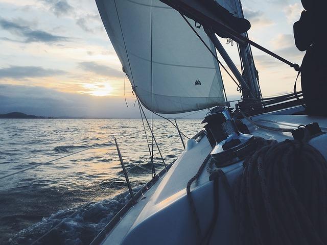 sailboat-1149519_640